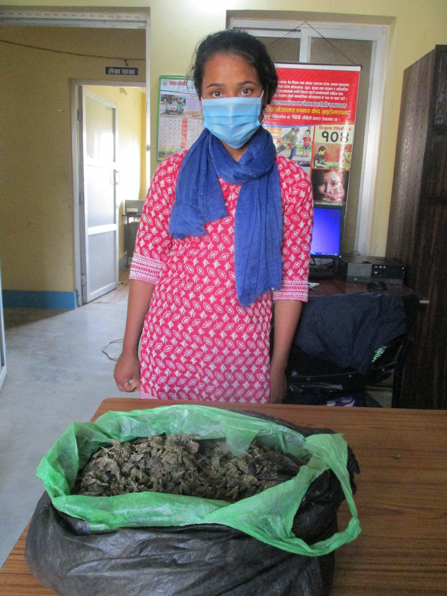 उदयपुरबाट गाँजासहित युवती पक्राउ